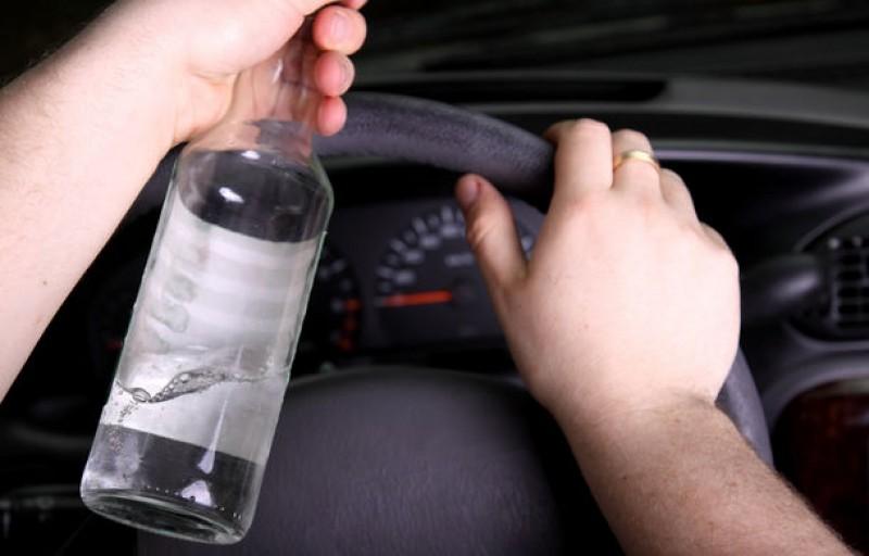 Ghinion: Beat la volan, depistat după ce un alt șofer s-a izbit în mașina lui!