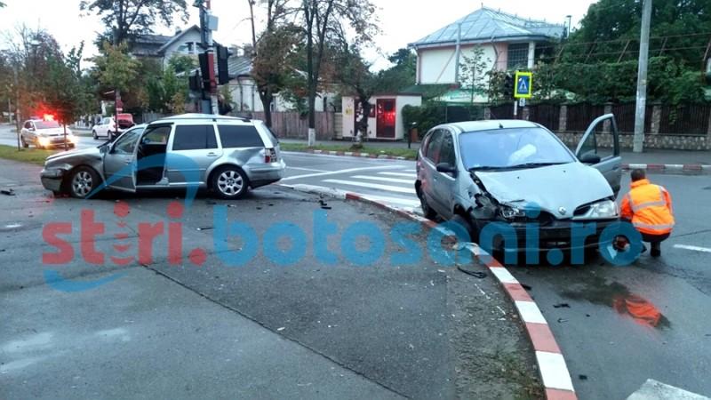 GHINION! Doi șoferi bauți s-au ciocnit într-o intersecție din Botoșani! Ambii au ajuns la spital! FOTO