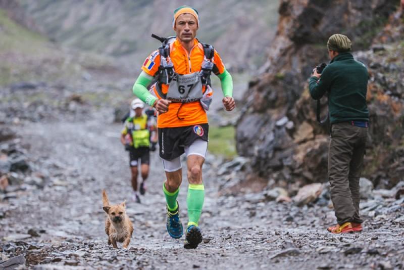 """Ghinion pentru Iulian Rotariu. Pompierul s-ar putea întorce acasă, după numai două etape ale """"Ultra Asia Race"""""""