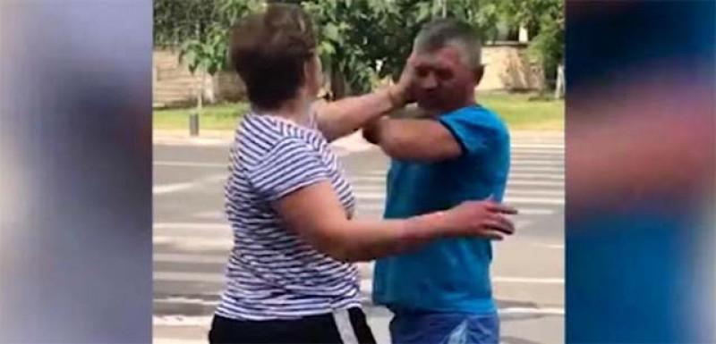 Ghinion! Un bărbat care se dădea cocoș a încasat o bătaie soră cu moartea de la vecina de peste gard!