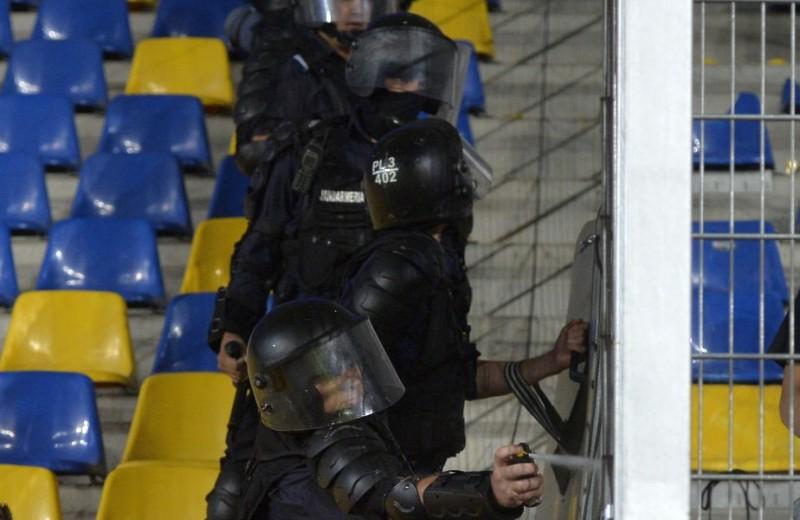 """Golgheterul FC Botosani, săltat de jandarmi şi dus la secție: """"Ce, mă, nu mă cunoşti?"""""""