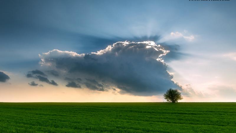 Grad ridicat de instabilitate termică, vineri, cu ploi și grindină!