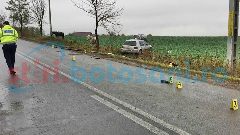Grav accident! Căruță spulberată de o mașină condusă de un șofer de 19 ani! Trei persoane rănite! FOTO