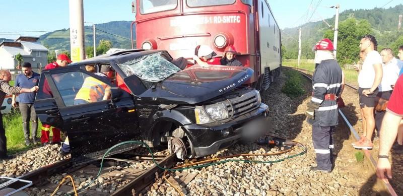 Grav accident feroviar: Mașină înmatriculată în Botoșani, izbită în plin de trenul Iași-Timișoara! FOTO