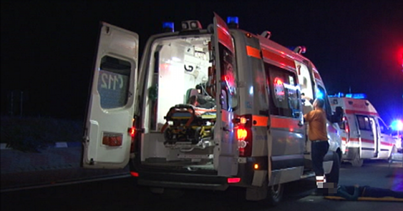 Grav accident la Mândreşti, comuna Vlădeni, între un autoturism și un microbuz: trei persoane au ajuns urgent la spital cu multiple traumatisme