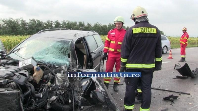Grav accident: Maşina unui botoşănean s-a izbit într-un tir, după o depăşire imprudentă!