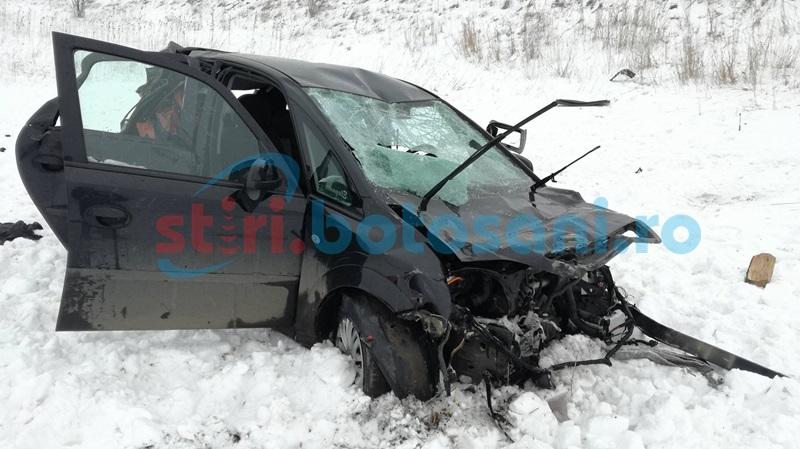 Grav accident pe drumul Botoşani- Săveni! Două persoane încarcerate, după ce au sărit cu maşina de pe un pod! FOTO