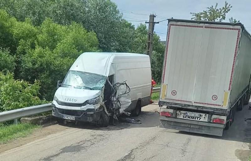 Grav accident pe drumul dinspre Mihăileni spre Dersca. Un bărbat de 50 de ani a ajuns la spital