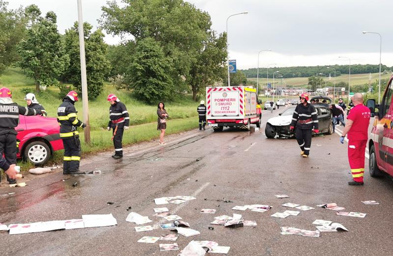 Grav accident rutier la intrarea în municipiul Botoșani. Nouă oameni răniți după un accident cu cinci mașini - VIDEO