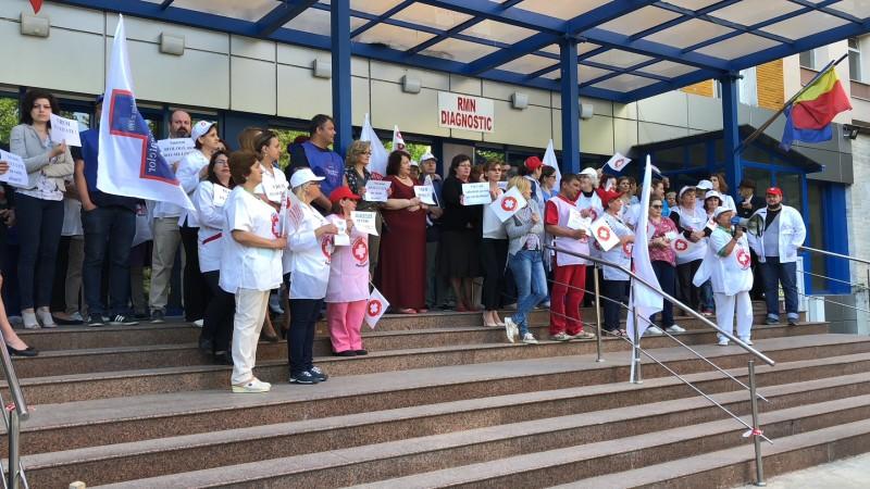 Grevă în Sănătate: Sute de cadre medicale din Botoșani protestează la această oră! FOTO