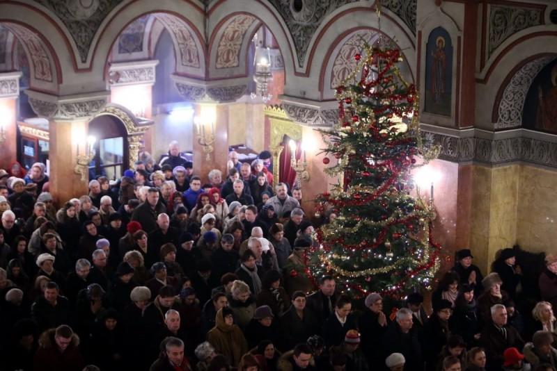 Bisericile rămân deschise de Crăciun. Slujbele religioase cu caracter colectiv nu sunt considerate adunări publice
