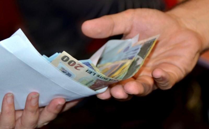 Guvernul a îngheţat salariile demnitarilor şi pensile speciale pentru aleșii locali prin Ordonanţă de urgenţă