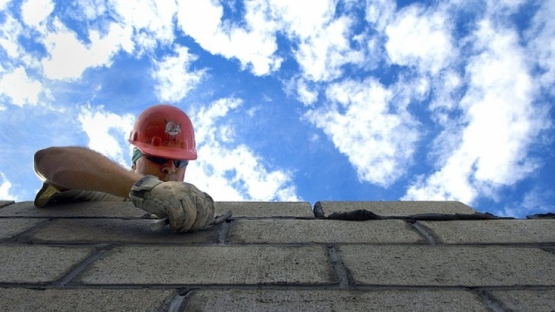 Guvernul a sistat contribuţiile la Pilonul II de pensii pentru toţi arhitecţii, inginerii şi muncitorii din construcţii, timp de 10 ani