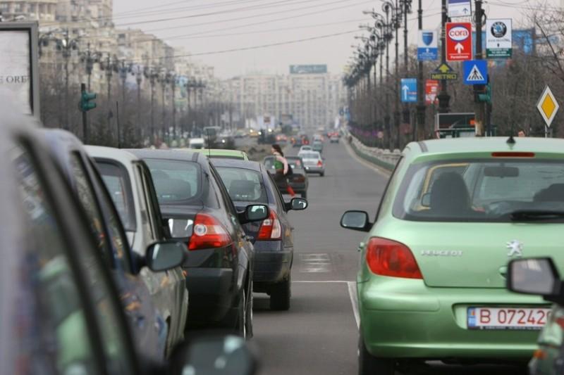 Guvernul pregătește o taxă auto de intrare în orașe, cu stickere colorate!