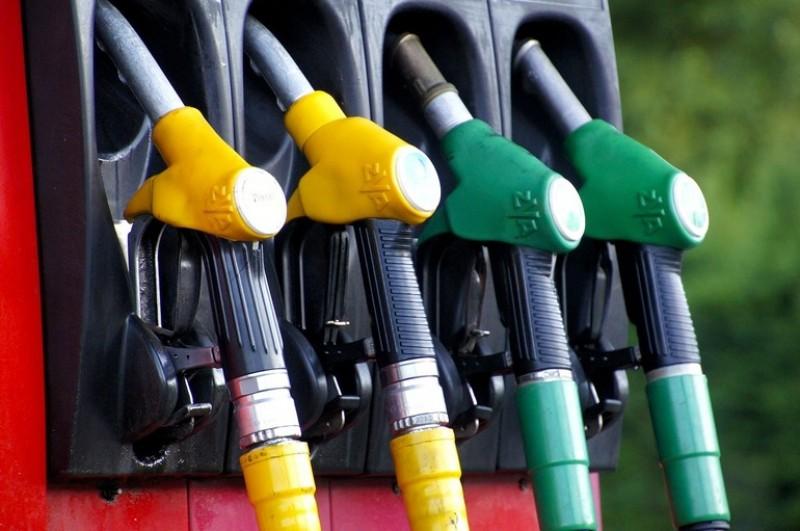 Guvernul scumpește benzina și motorina