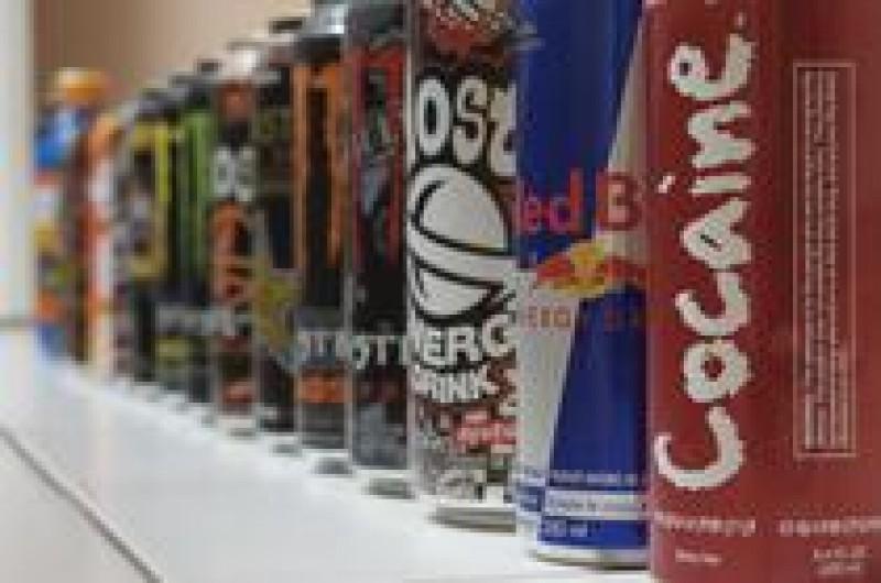 Guvernul vrea să interzică vânzarea băuturilor energizante către minori, la automate, în incinta școlilor și a spitalelor