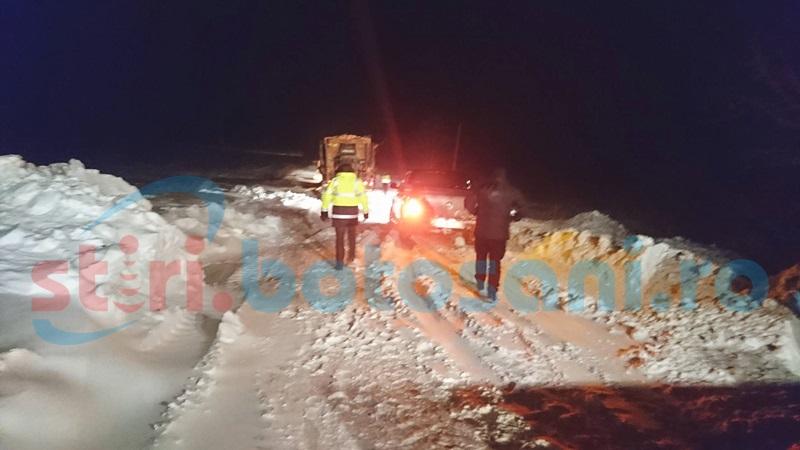 """Imagini de pe drumul Dorohoi-Havârna! """"Ne încurajam unii pe alţii"""" FOTO, VIDEO"""