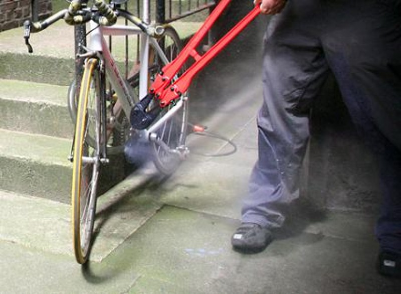 """Hoț de biciclete prins după un an de """"activitate"""" și băgat în arest!"""