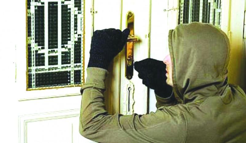 """Hoț """"calificat"""" în furturi din locuințe, prins de polițiștii din Darabani!"""
