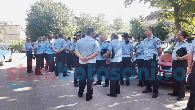 Hotărârile prin care se majorează salariile poliţiştilor locali, întoarse la Primărie
