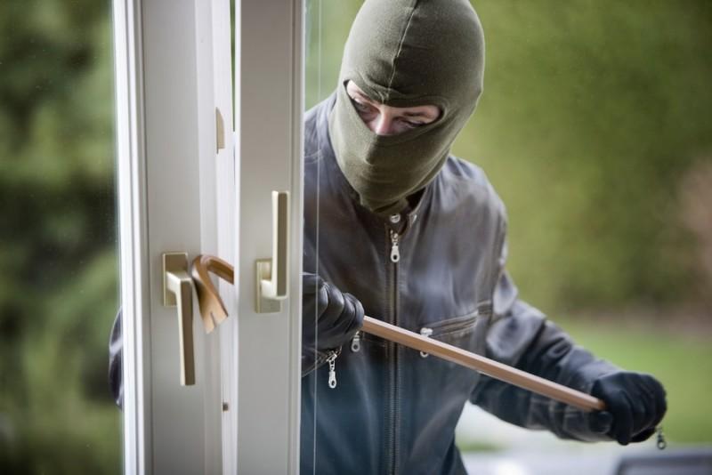 Hoţi prinşi după ce au spart apartamentul greşit