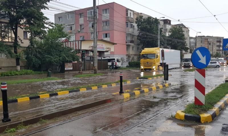 Iar a plouat, iar au fost străzi blocate în municipiul Botoșani