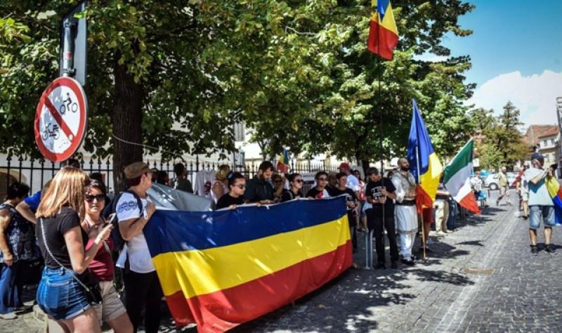 Iar fluierăm a pagubă: peste 10 mii de tineri cu vârsta între 15 și 34 de ani au părăsit definitiv România