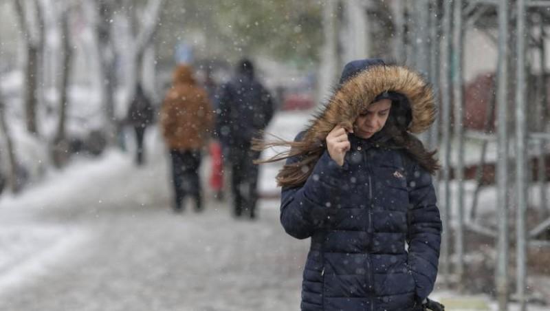 Iarna se instalează în forță, începând cu nordul țării. Informare meteo de vreme rece, ninsori, polei și vânt
