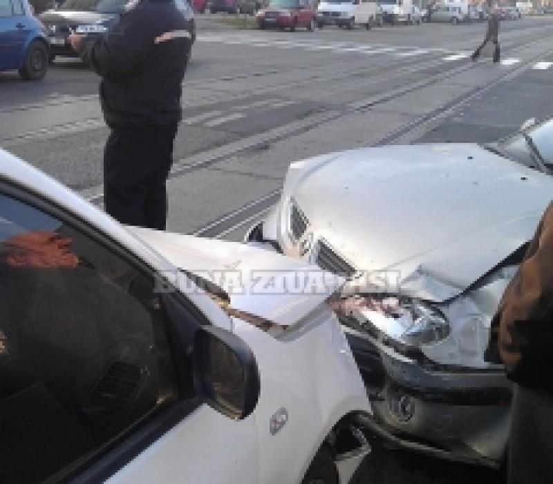 IASI: Impact violent intre un Renault si un Volkswagen, o femeie din Botosani a fot grav ranita!