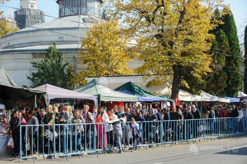 Iaşi: Peste 10.000 de credincioşi participă la slujba religioasă oficiată de Mitropolitul Teofan de hramul Sfintei Parascheva