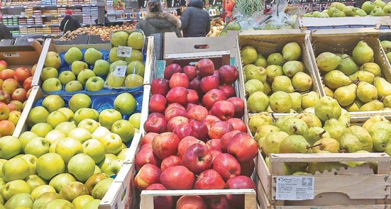 Iată adevărul despre merele pe care le cumpărăm din hypermarket! Preşedintelele ANPC, Horia Constantinescu: Sunt tratate cu substanțe extrem de periculoase!