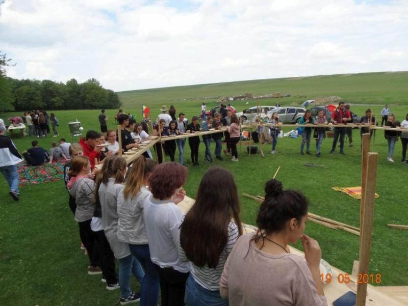 Ieşire câmpenească şi bucurie pentru 125 de tineri din Botoşani
