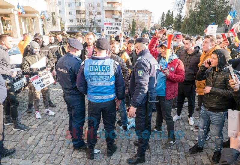 IJJ Botoșani: Jandarmii au dreptul să efectueze controlul corporal preventiv asupra persoanei și bagajului acesteia când persoana participă la manifestări publice