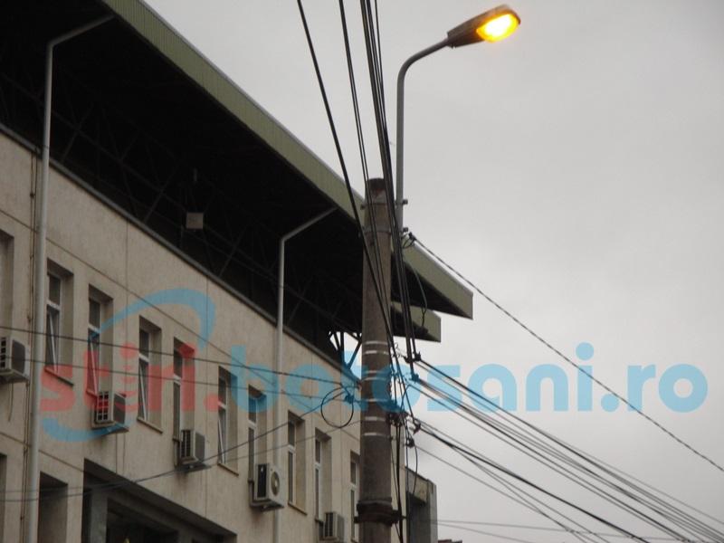 """Consilier local, nemulţumit de funcţionarea iluminatului public din Botoşani: """"Suntem defazaţi"""""""