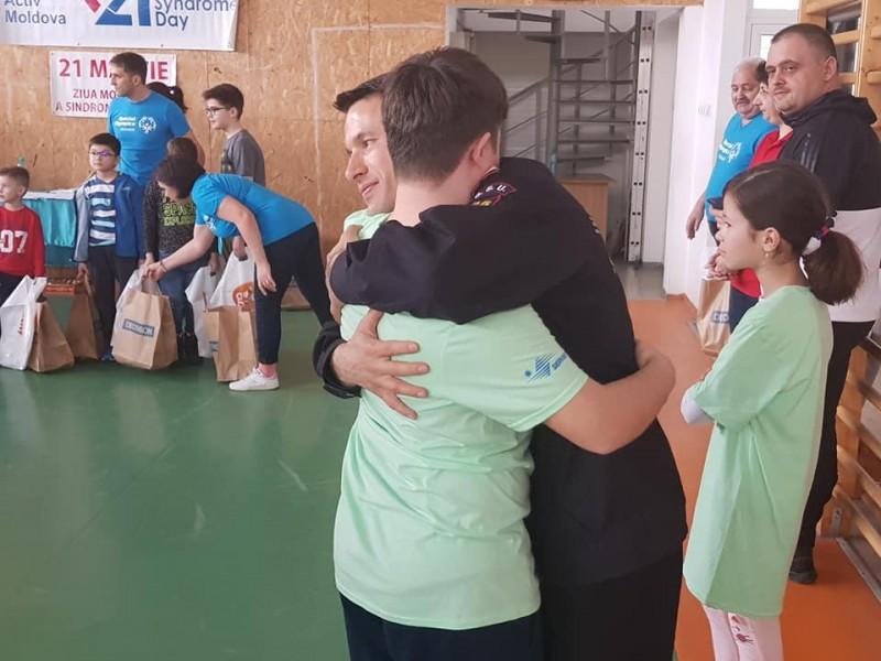 """IMAGINI EMOȚIONANTE! Pompierii si jandarmii botoşăneni alături de copiii cu sindrom Down, în """"Ştafeta Prieteniei""""!"""