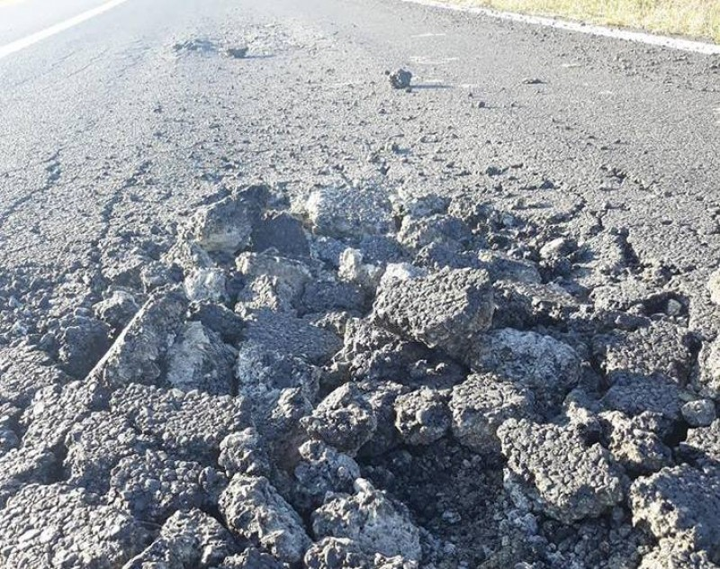 Imagini surprinse pe DN Manoleasa - Rădăuți Prut: Fostul drum de pământ se face din nou pulbere, la două luni de la finalizarea lucrărilor! FOTO