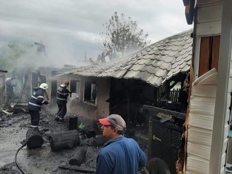 Imaginile unei tragedii: incendiu în gospodăria unui localnic din județ