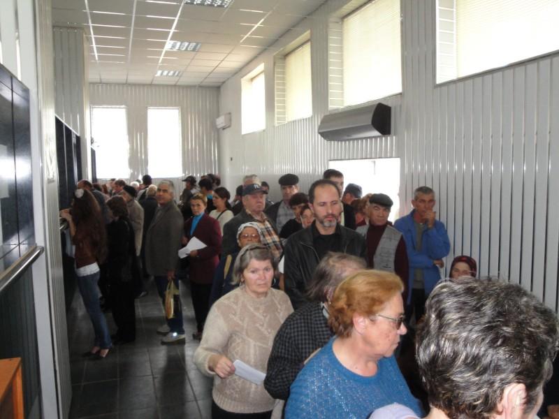 Imbulzeala la semnarea contractelor cu Nova Apaserv, de frica amenzilor! FOTO
