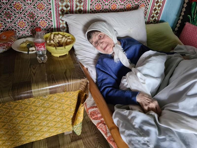 Imobilizată la pat și cu un venit de doar 109 lei/lună, o bătrână de 77 de ani are nevoie de ajutor