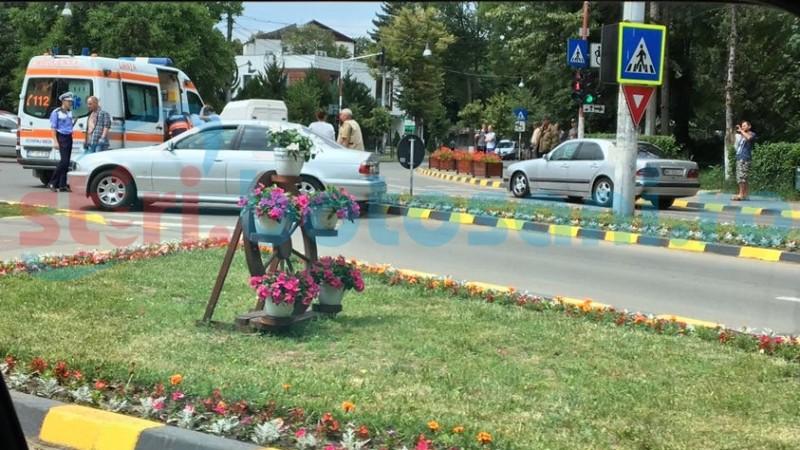 Impact în intre două autovehicule puternice în intersecţia Bulevardului cu Onicescu! O persoană a ajuns la spital! FOTO