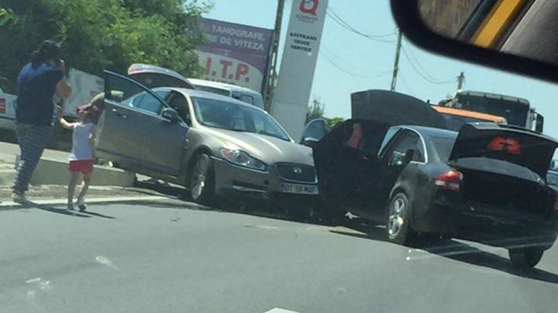 IMPACT între două autoturisme la Baisa! Un copilaş a fost rănit uşor FOTO