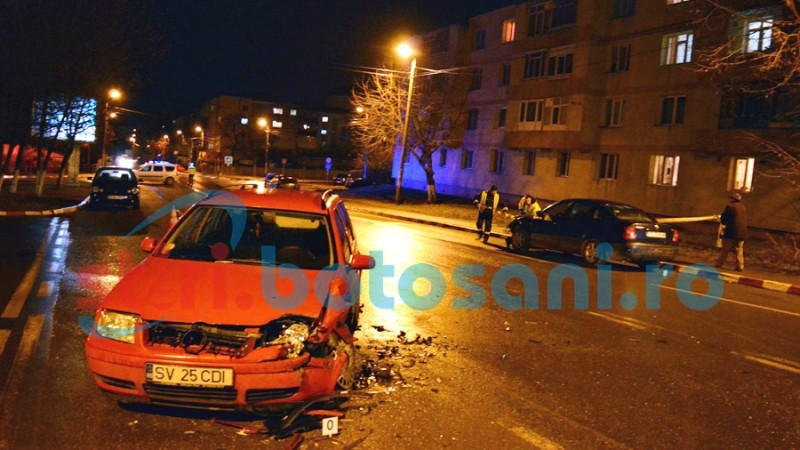Impact între două mașini, lângă sediul ISU Botoșani! O persoană a ajuns la spital! FOTO