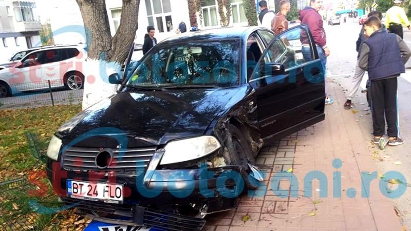 Impact între două mașini pe strada Octav Onicescu, după ce un șofer nu a oprit la STOP! FOTO