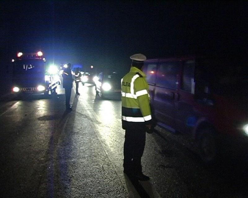 Impact între trei autoturisme în mijlocul Botoşanilor. Două persoane au fost uşor rănite