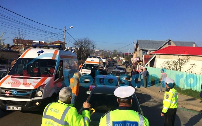 IMPACT intre trei autoturisme pe strada Savenilor! Doua persoane au ajuns la spital! FOTO
