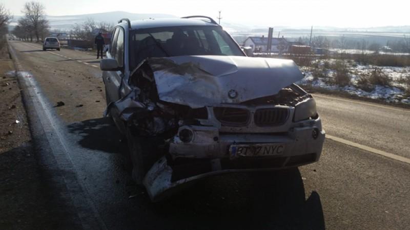 Impact puternic între două mașini la intersecția DN 29B Botoșani- Dorohoi