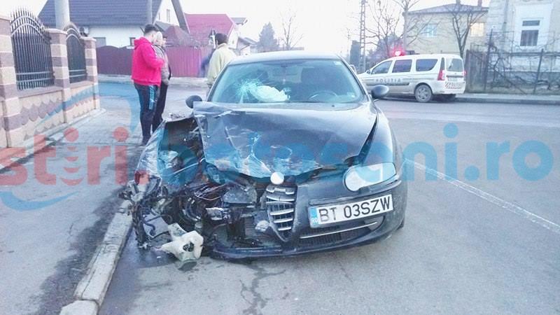 Impact violent într-o intersecție din Botoșani! Mașini puternic avariate! FOTO