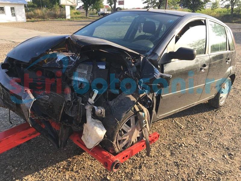 Impact violent între două maşini, la Zăiceşti! Patru persoane au fost rănite! FOTO