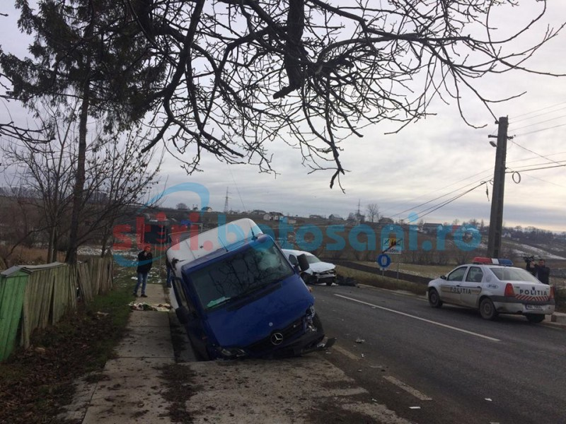 Impact violent la Vlădeni după ce un şofer a intrat pe contrasens! O persoană a fost rănită! FOTO