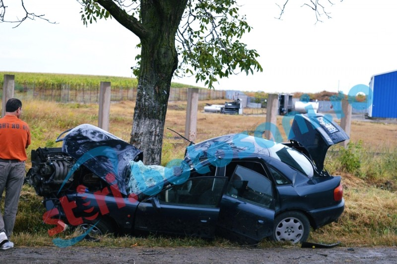 Impact violent pe drumul national Botosani - Dorohoi! Soferul a scapat ca prin minune, desi masina este praf! FOTO